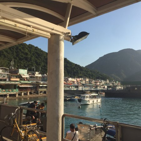 how to go to lamma island