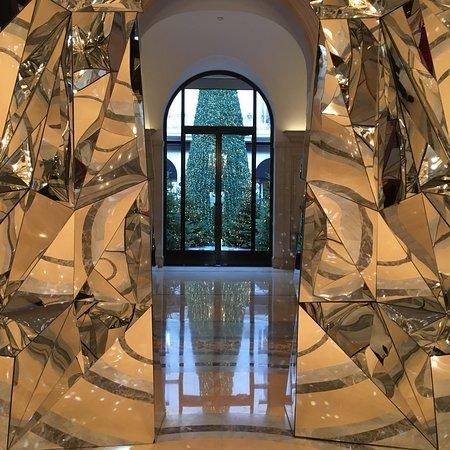 Four Seasons Hotel George V Paris: photo1.jpg