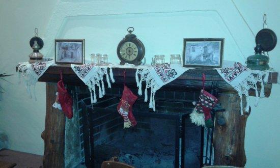 Douliana, Grecia: Tasteful Christmas decorations.