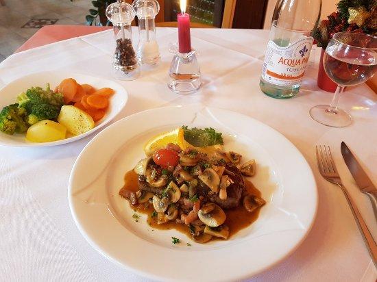 Ristorante Capri: Rumpsteak mit Champignons, Speck und Gemüse