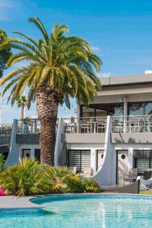 Bar the deck photo de le spinaker h tel lodge spa le - Hotel le grau du roi avec piscine ...