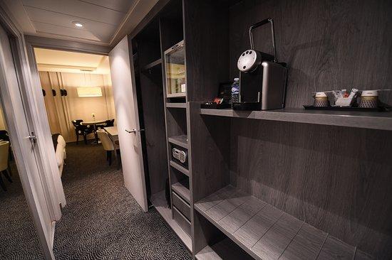 Couloir d\'entrée de nos chambres privilèges - Photo de Mercure ...