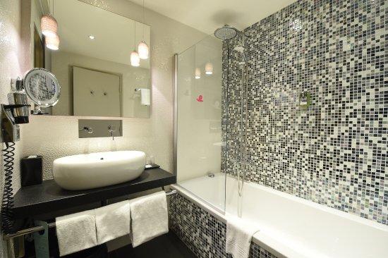 Mercure Dijon Centre Clemenceau: Salle de bain de nos chambres supérieures