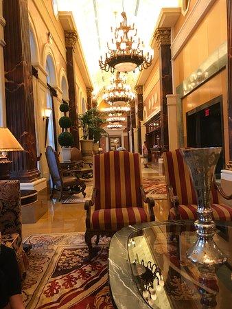 Acqualina Resort & Spa on the Beach: Stunning Lobby