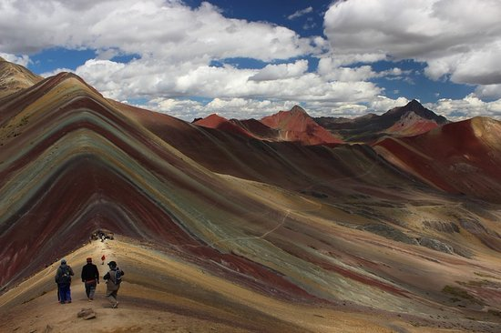 Pacha Expeditions: rainbow mountain