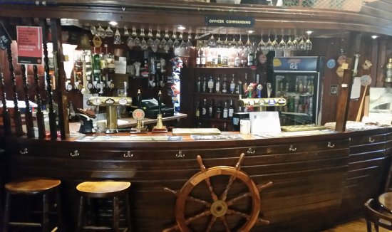 The Blue Peter Hotel: well stocked bar including a minimum of 20 malt whiskies