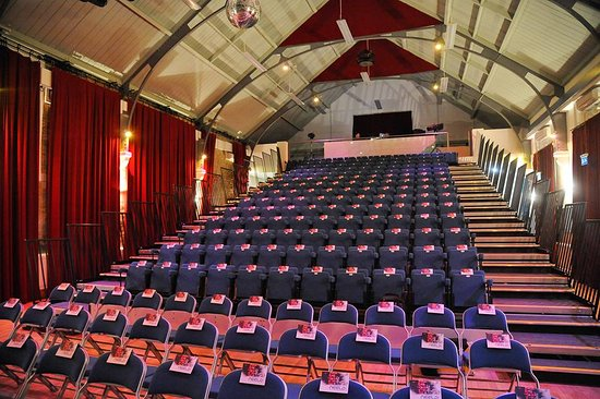 Chippenham, UK: Neeld Community and Arst Centre tiered seating