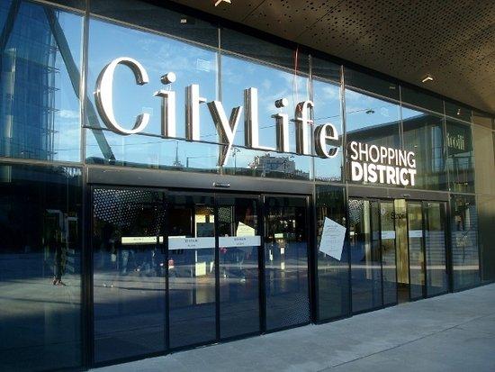 CityLife Shopping District: L'ingresso al piano inferiore