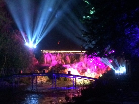 Blenheim Palace: Waterfall light show. Blenheim 2017.