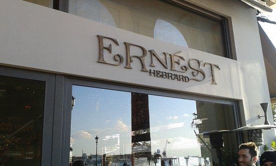 Ernest Hebrard: Το εξωτερικό του κτηρίου .