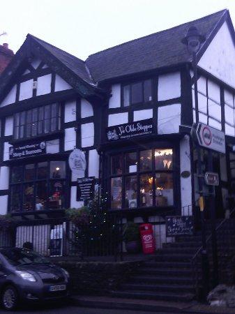 Pembridge, UK: Front view of Ye Olde Shoppe