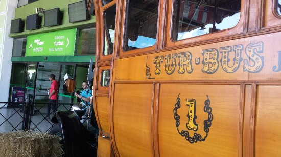 Bus historique de cette entreprise, en expo gare des bus de Santiago du Chili