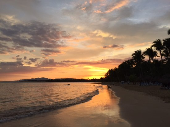 Grand Bahia Principe El Portillo: Sunrise on beach