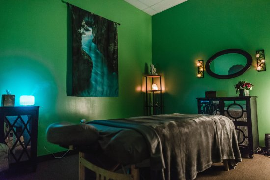 Cloud Nine Massage: One of our 4 rooms