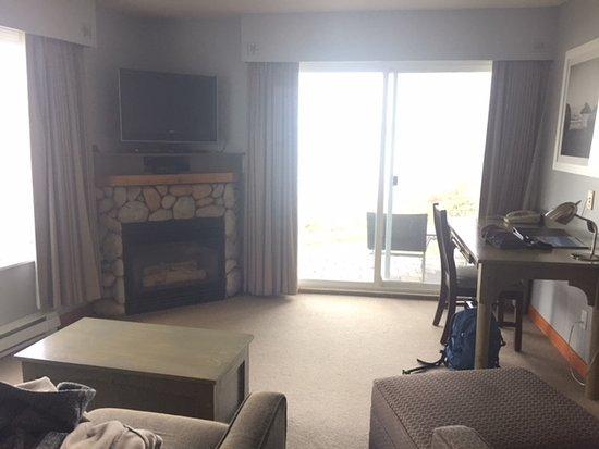 Kingfisher Oceanside Resort and Spa: Living Room