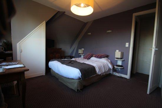 Hostellerie de la Vieille Ferme : Vue de la chambre 65.