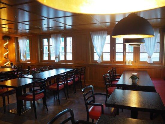 Nuerensdorf, Suisse : Slightly new renovated (floor, lamps, etc.)