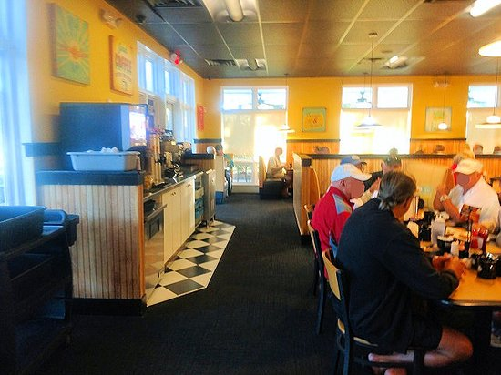 Eggs Up Grill: inside