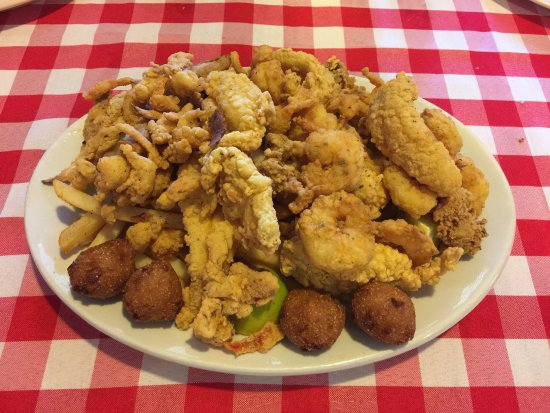 Pearl River, LA: The mountain of seafood!
