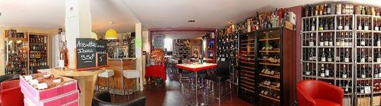 Epinal, Frankreich: Passez un agréable moment en toute convivialité autour d'un verre de vin entre amis