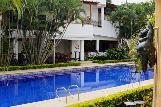 Hotel boutique villa casuarinas desde s 235 cali for Bares ciudad jardin cali