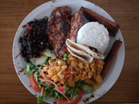 Aguacate, Costa Rica: El Corral BBQ