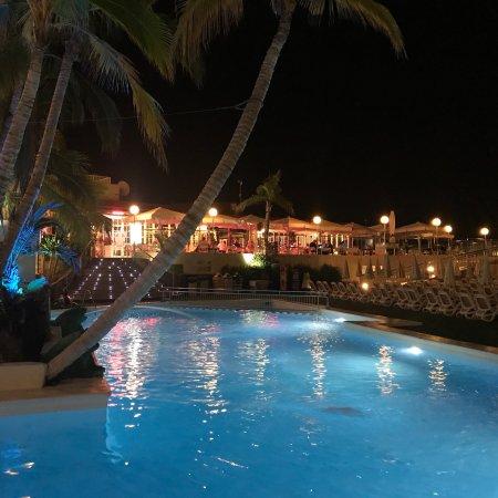 Bra Hotel med utmärkt utsikt! Familjevänlig...