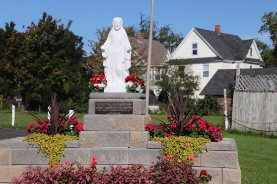 Holy Redeemer Parish: Jesus Surrounded by flowers