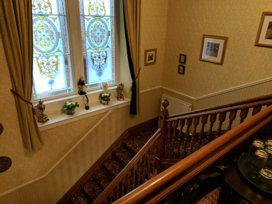 The Pines Guest House : Staircase