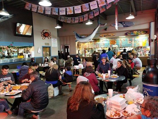 San pedro fish market restaurant for Fish market los angeles
