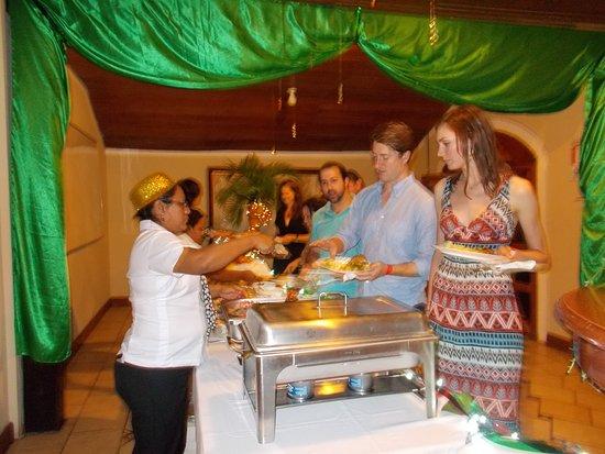 Hotel Villa Paraiso: Fiesta fin de año, con un delicioso bufete, barra libre y música en vivo incluido. en el paquete
