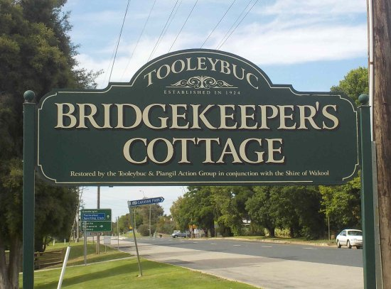 Tooleybuc, Αυστραλία: Sign to the Cottage on road