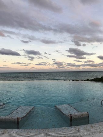 Now Jade Riviera Cancun: Great view from the infinity pool
