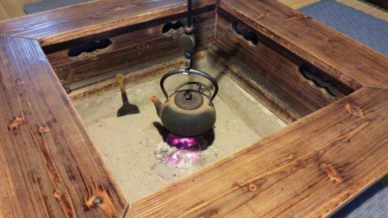 Ishiguro Samurai House: 冬の寒い時期は、囲炉裏にあたってお休み頂けますよ(@^▽^@)