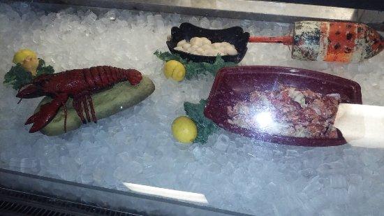Fish market at entryway kuva newick 39 s lobster house for Lobster house fish market