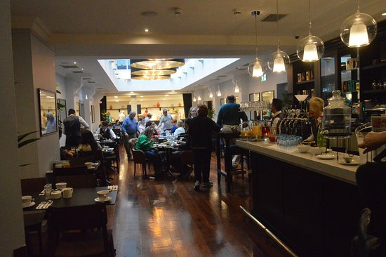 Temple Bar Hotel: The Dining Area and Breakfast Buffet