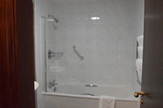 Temple Bar Hotel: Shower, Bath Area