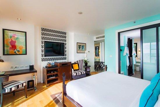 Wave Hotel: Sunset Room