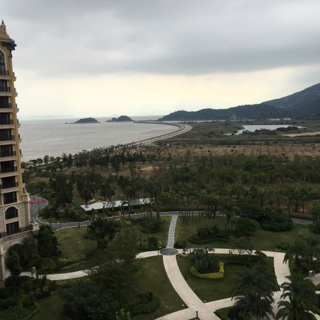 zhuhai men Zhuhai is an important harbor city along the southern coast of china with three busy ports, and is also called 'city of a hundred islands.