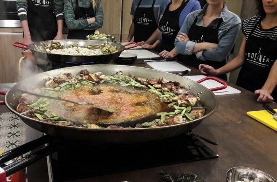 Valencia paella cooking class and...