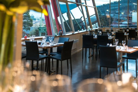Lindisfarne, Australia: Glass atrium dining area