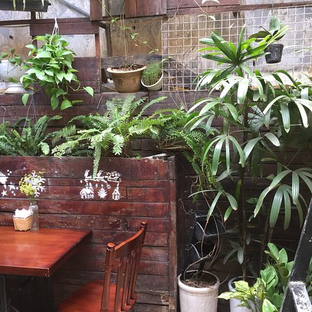 Hanoi Food Culture: The interior of the restaurant and some of the dishes.