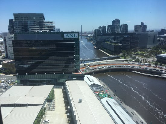 Pan Pacific Melbourne: View of Yarra from 16th floor