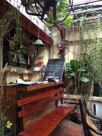 The Hanoi Social Club: テラス席