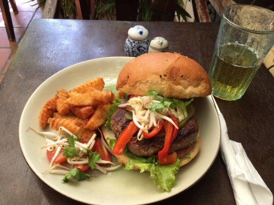 The Hanoi Social Club: ハンバーガー