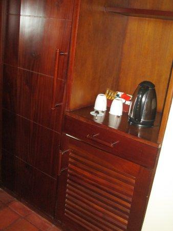 Club Palm Bay Hotel: Kaffee- und Teezubereitung in der kleinen Küche