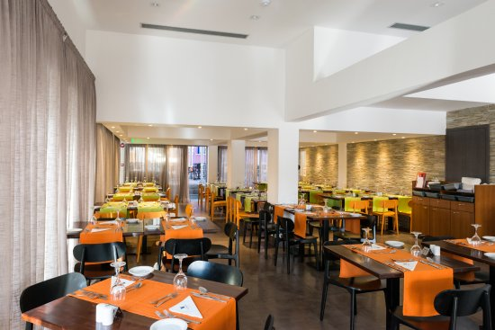Damon Hotel Apartments : Enjoy your breakfast, lunch or dinner at our fabulous Mamma Mia restaurant