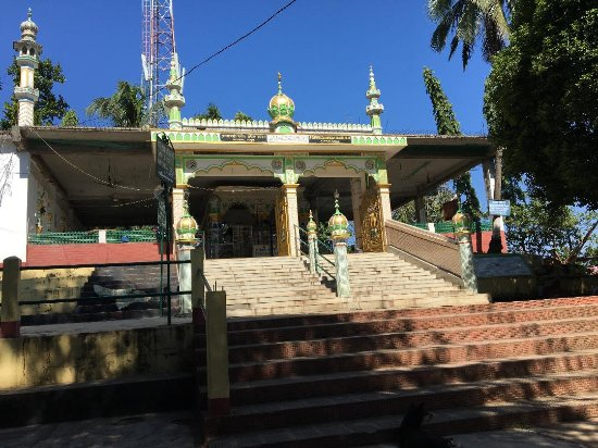 Hajo, India: Pav Mosque near the temple