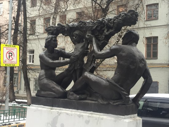 Monument to Soviet Family