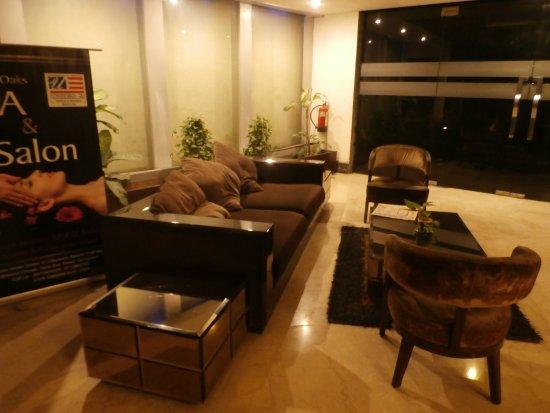 United-21 Citymark – Gurgaon: Lobby seating